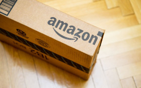 Funny moment as delivery guy hurls Amazon package onto customer's roof