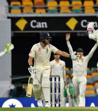 Australia rally late to restrict England