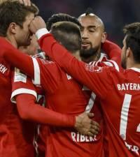 Lewandowski, Mueller double help Bayern beat Bremen, stretch lead