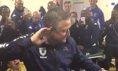 [WATCH] Bust a move: Gavin Hunt celebrates league title