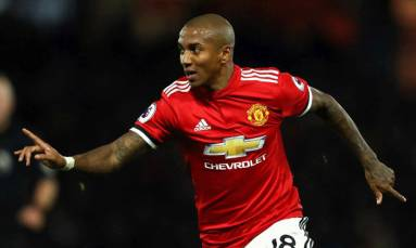 Manchester United extend Young's deal by a year