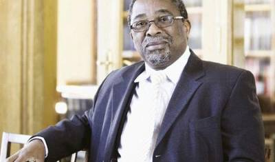'Zuma's show of support for Dlamini-Zuma may be a disadvantage to her'