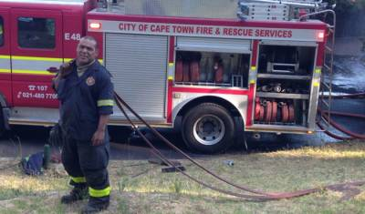 Vredehoek fire contained as Paarl blaze rages on