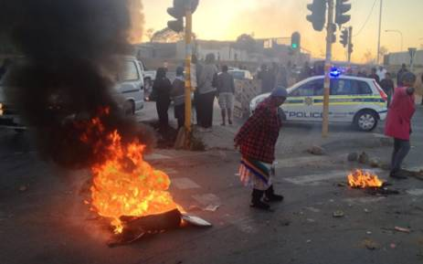 FILE: Protestors burnt tyres and blockaded London road in Alexandra on Friday, 21 June. Picture: Govan Whittles/EWN
