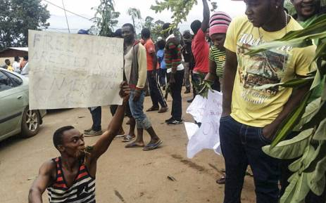 FILE: A demonstrator carries a sign calling for the liberation of detained activists during a protest against perceived discrimination in favour of the country's francophone majority on 22 September 2017 in Bamenda, the main town in northwest Cameroon and an anglophone hub. Picture: AFP