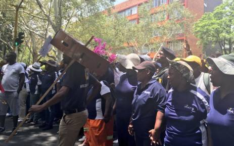 """Frustrated workers, affiliated with various trade unions, block a street in the City of Tshwane during a """"Vat Alles"""" protest. Picture: Katleho Sekhotho/EWN."""
