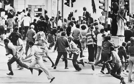 This file photo taken on October 1976 shows demonstrators running away from a police charge during racial riots, in Cape Town. Picture: AFP.
