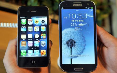 Apple Inc vs Samsung Electronics. Picture: AFP.