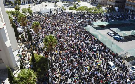 Thousands of anti-President Jacob Zuma protesters gathered at the gates of Parliament. Picture: Imran Goga/EWN.