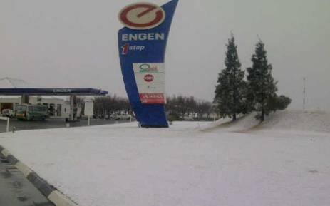 Snow at the Vaal Plaza on 7 August 2012. Picture: Gerard Stander/iWitness