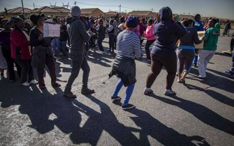 Cops fire rubber bullets, teargas to disperse Protea Glen protesters