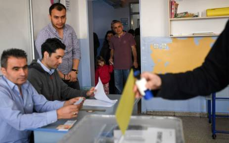 FILE: People wait their turn to vote in the referendum on expanding the powers of the Turkish president on 16 April 2017 in Istanbul. Picture: AFP.