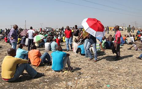 Striking Lonmin miners wait in the veld for word from their leaders. Picture: Taurai Maduna/EWN