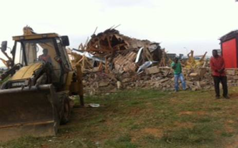 Houses which had allegedly been built illegally in Lenasia Ext 13 are torn down. Picture: Tumisang Ndlovu/EWN