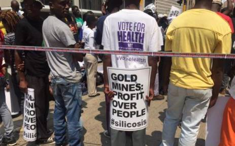 Supporters of the sick former mineworkers outside the Johannesburg High Court. Picture: Gia Nicolaides/EWN.