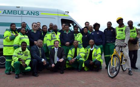 Cape Town paramedics and neighbourhood watch members who will be part of a pilot project pose with Community Safety MEC Dan Plato and Health MEC Theuns Botha on 21 August 2012. Picture: Aletta Gardner/EWN