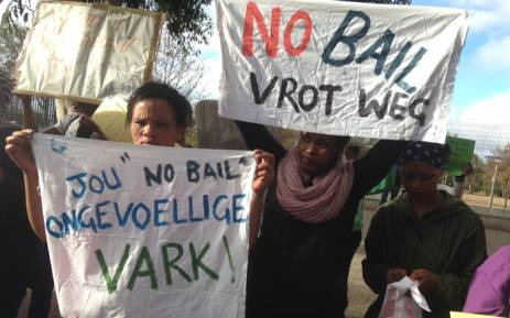 Community members brandishing posters outside the Wynberg magistrate court. Picture: Lauren Isaacs/EWN