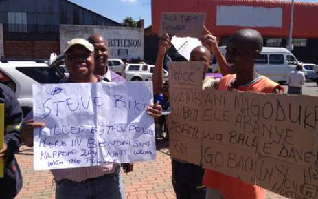 Protesters outside the Benoni Magistrate's Court on 3 March 2013, where 8 policemen failed to appear in connection with taxi driver Mido Macia's death. Picture: Govan Whittles/EWN