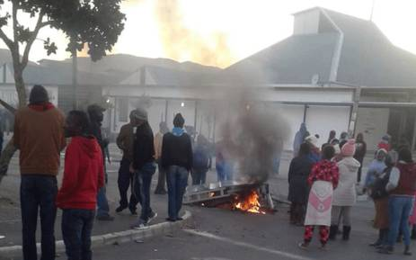 FILE: Residents of Zwelihle mobilise on 17 May 2018. They've protested for land and housing in Hermanus. Picture: @REDANTS_CT/Twitter