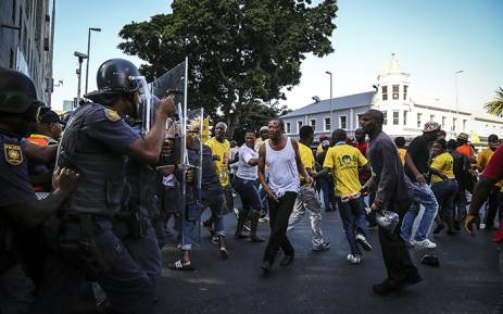 FILE: Police intervene in clashes between EFF and ANC members in the streets outside parliament ahead of President Jacob Zuma's 2016 State of the Nation address. Picture: Thomas Holder/EWN.