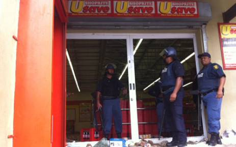 Striking farmworkers allegedly looted shops during the first day of their indefinite strike on 9 January 2013. Picture: Rahima Essop/EWN