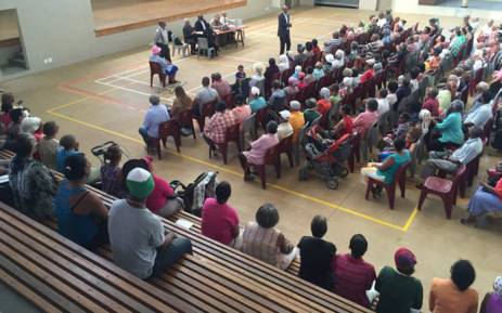 A Scottsdene councillor addresses over 200 grant beneficiaries who have arrived at the Scottsdene Sport and Recreation Centre to air their concerns over irregular deductions. Picture: Monique Mortlock/EWN
