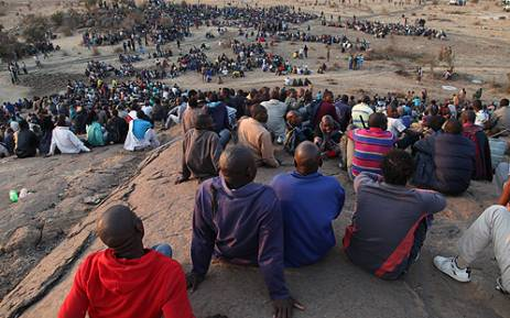 Protesters from Lonmin's Marikana Mine in the North West sit on a nearby hill, awaiting instruction from their leaders. Picture: Taurai Maduna/EWN