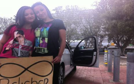 This mom and daughter were camped out at the Cape Town Stadium since the day before Justin Bieber was set to perform. Picture: Graeme Raubenheimer/EWN