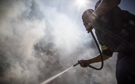 FILE: A firefighter puts out a veld fire in Cape Town's Bo Kaap area. No property was damaged or people hurt. Picture: Thomas Holder/EWN.