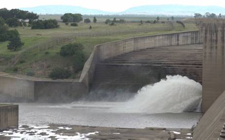 A gate at the Vaal Dam is opened. Picture: Louise McAuliffe/EWN