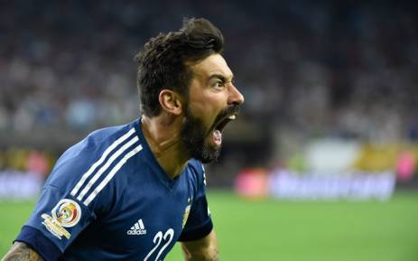 Ezequiel Lavezzi apologises over Chinese photo gaffe