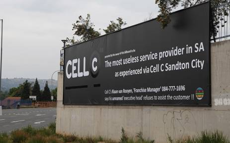 The banner erected by a disgruntled Cell-C customer outside the World Wear shopping centre on Beyers Naude drive in Fairland, Johannesburg was altered after the cellphone company sought legal advice on the matter. Picture: Reinart Toerien/EWN