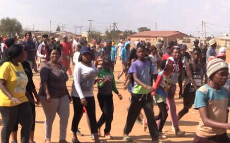 Coligny residents walk home following a mass meeting with government officials. Picture: Kgothatso Mogale/EWN.