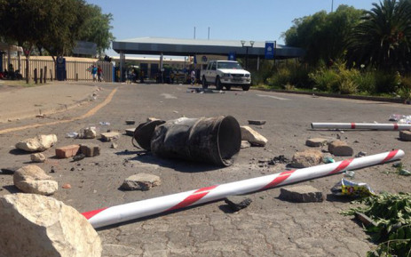 FILE: The North West University in Mahikeng Campus entrance was barricaded on 22 October 2015. Picture: Mia Lindeque/EWN.