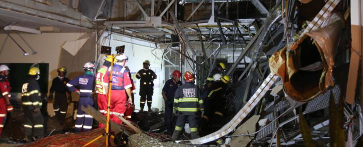 Emergency Services on the scene of a structural collapse at the Charlotte Maxeke Academic Hospital in Johannesburg on 2 March 2017. Picture: Christa Eybers/EWN.