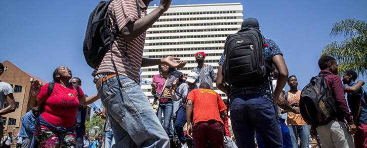 FILE: University of Pretoria students protest on the institutions Hatfield campus over possible university fee hikes for the 2017 academic year. Picture: Reinart Toerien/EWN.