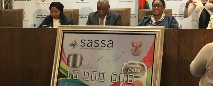 FILE: Sassa CEO Pearl Bhengu (left), Telecommunications and Postal Services Minister Siyabonga Cwele and Social Development Minister Bathabile Dlamini at a media briefing. Picture: EWN