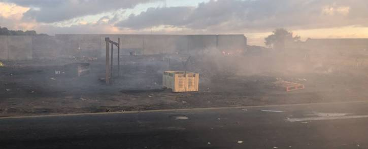 An area along Highlands Drive in Mitchells Plain burns as residents from the Siqalo informal settlement protest for better service delivery on 2 May 2018. Picture: Graig-Lee Smith/EWN