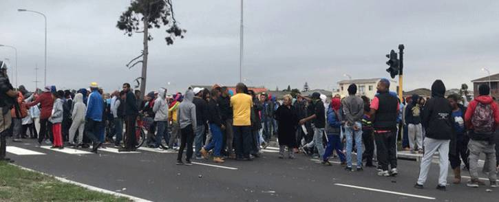 FILE: Parkwood residents seen during a housing protest on 20 May 2018. Picture: Kaylynn Palm/EWN