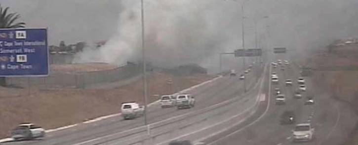 A view of the smoke from vegetation fires burning along the N2. Picture: @CapeTownFreeway/Twitter.