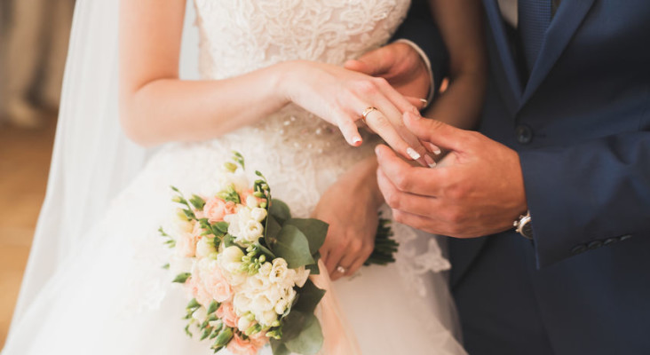 Planning your wedding? Kfm Mornings say it's time to ditch these traditions