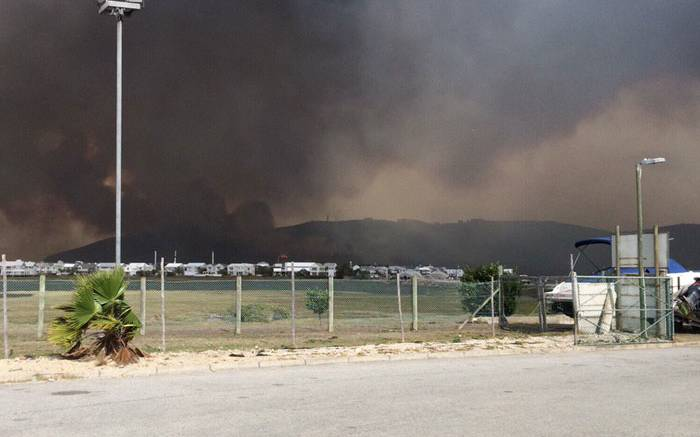 Storm winds fan Knysna fire, residents evacuated