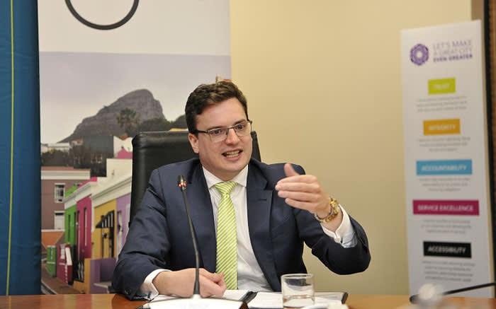 Whistle-blower Kesson threatens legal action against de Lille