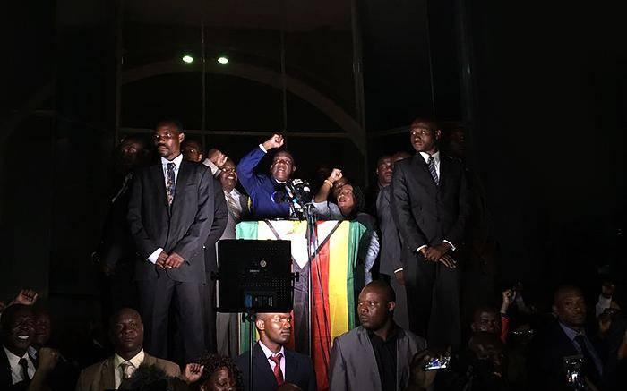 Zimbabwe's Emmerson Mnangagwa addressing the crowd at Zanu-PF's headquarters. Picture: Ihsaan Haffejee/EWN