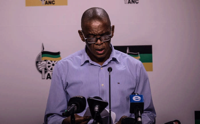 'All I did was help': Magashule explains why he gave woman R400 during campaign