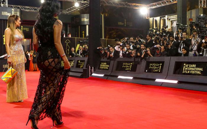 Bildergebnis für Egyptian Actress to Face Trial for Wearing Racy Dress