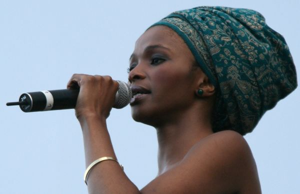 Simphiwe dana unravels the culture behind a doek - Mandje doek doek ...