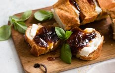 What's better than braai bread? Braai bread with this onion marmalade!