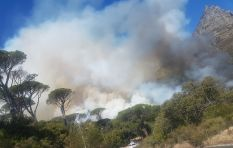[IN PICS] Kloof Nek closed due to fire near Camps Bay