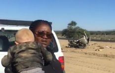 [WATCH] Woman saves a baby from a smoking car and a man screams at a child